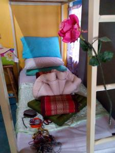 Single Bed in 4-Bed Female Dormitory Room Comon Bungalow HaadChaoPhao