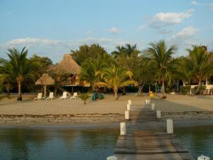 Green Parrot Beach Houses and Resort, Lodge  Maya Beach - big - 40