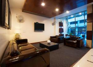 Hotel Aura, Отели  Нью-Дели - big - 75