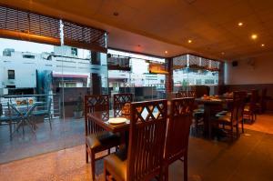 Hotel Aura, Отели  Нью-Дели - big - 92
