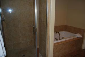 Three-Bedroom Upstairs Villa Unit 358 by Reynen Luxury Homes, Apartments  La Quinta - big - 12