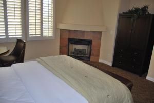 Three-Bedroom Upstairs Villa Unit 358 by Reynen Luxury Homes, Apartments  La Quinta - big - 2