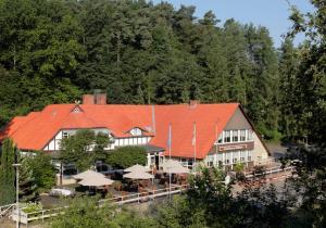 Ferien- und Wellnesshotel Waldfrieden - Bahnhof Leitstade