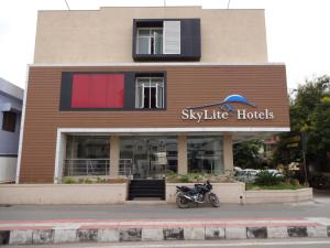 Hotel Sky Lite - Irugūr