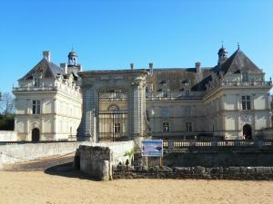 La Villa du Haut Layon, Bed and Breakfasts  Nueil-sur-Layon - big - 18
