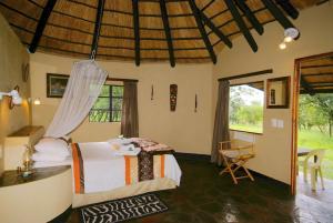 Timbavati Safari Lodge, Lodge  Mbabat - big - 21