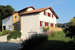 Apitoki, Bed and Breakfasts  Urrugne - big - 1
