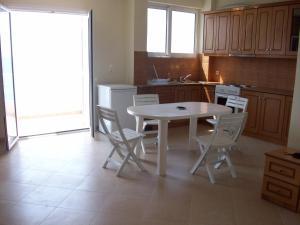 Magic Ionian Apartments & Rooms, Guest houses  Himare - big - 25