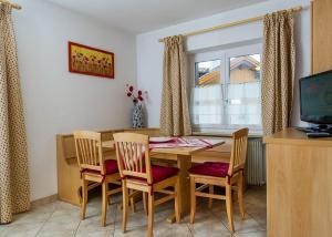 Majon Vajolet - Apartments Luisa, Apartmanok  Vigo di Fassa - big - 16