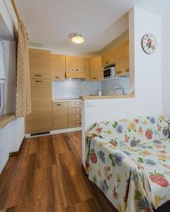 Majon Vajolet - Apartments Luisa, Apartmanok  Vigo di Fassa - big - 47