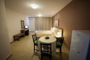 Crystallo Apartments, Apartmanok  Páfosz - big - 6