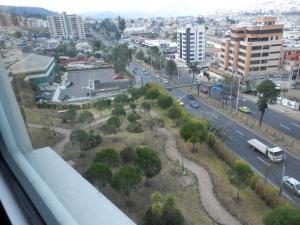 Maycris Apartment El Bosque, Apartmanok  Quito - big - 17