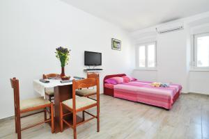 Studio Hana, Apartments  Zadar - big - 15