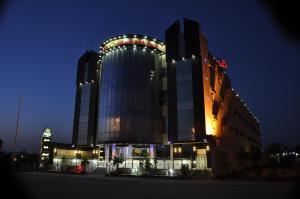 Ostelli e Alberghi - Al Bustan Crown Hotel 2