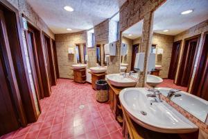 House of Dracula Hotel, Hotely  Poiana Brasov - big - 44