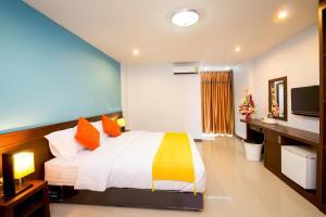 The Room - Kham Khilang