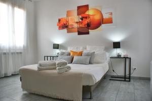 4-Tourist House Bologna-Studio - AbcAlberghi.com