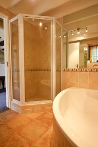 Auberge La Dauphine Guest House, Penzióny  Franschhoek - big - 31