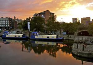 Houseboat Hotels - Sheffield