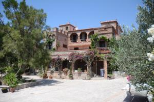 Lesvos Tower House Komninos, Виллы  Sígrion - big - 8