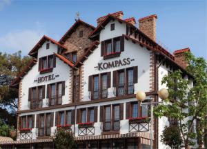 Отель Компасс
