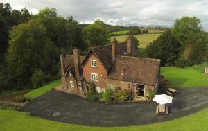Worralls Grove Farm House Bed & Breakfast - Kinvere