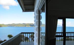 Tipi and Bobs Waterfront Lodge, Turistaházak  Tryphena - big - 44