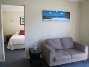 Tipi and Bobs Waterfront Lodge, Turistaházak  Tryphena - big - 100