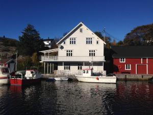 Olsahuset Bømlo, Hostelek  Bømlo - big - 1