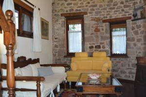 Lesvos Tower House Komninos, Виллы  Sígrion - big - 37