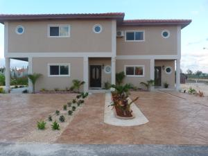 Two-Bedroom Townhouse near Cor..