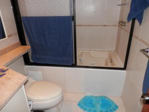 Maycris Apartment El Bosque, Apartmanok  Quito - big - 36