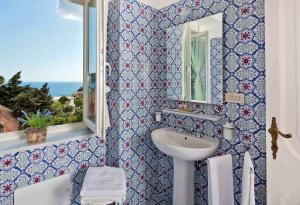 Villa Silia, Апартаменты  Капри - big - 57