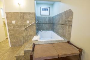 Aura Soma Lava, Hotely  Lava Hot Springs - big - 237