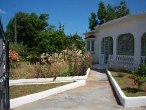 Nola's Villa - St Mary