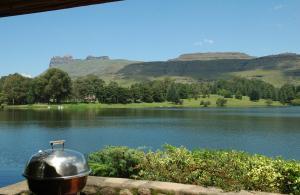 Lake Naverone Holiday Cottages, Rezorty  Drakensberg Garden - big - 7