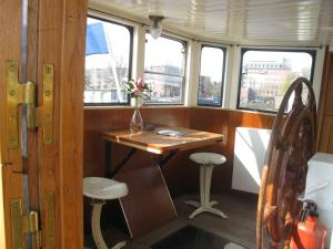Houseboat Ms Luctor, Boote  Amsterdam - big - 4