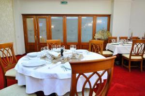 Hotel Maxim, Отели  Орадя - big - 48