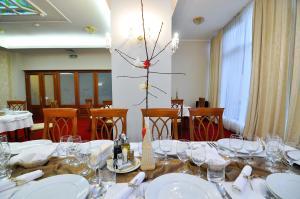 Hotel Maxim, Отели  Орадя - big - 21