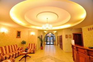 Hotel Maxim, Отели  Орадя - big - 28