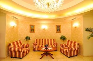 Hotel Maxim, Отели  Орадя - big - 35