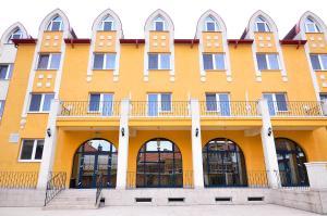 Hotel Maxim, Отели  Орадя - big - 1