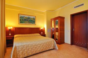 Hotel Maxim, Отели  Орадя - big - 18