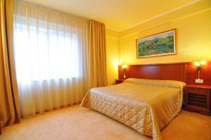 Hotel Maxim, Отели  Орадя - big - 41