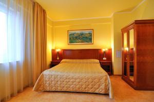 Hotel Maxim, Отели  Орадя - big - 10