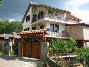 Risto's Guest House - Trpejca