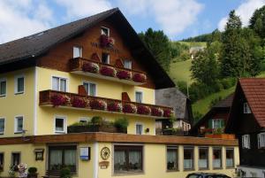 Landhotel-Restaurant Willingshofer - Hotel - Gasen
