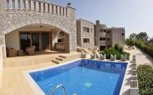 Deluxe Suite with Swimming Pool (4 Adults)