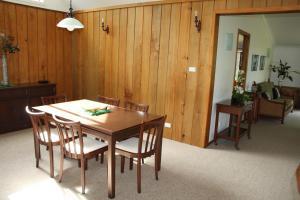 Ahstyk Cottage, Dovolenkové domy  Burnt Pine - big - 20