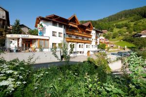 Ladis Hotels